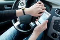 Zwei Männer sind so sehr in das Smartphone-Spiel vertieft, dass sie von einer Klippe stürzen. Autofahrer kommen von der Straße ab. Fußgänger laufen direkt vor Autos. Das sind Nachrichten aus den USA, aber inzwischen ist das Spiel auch bei uns angekommen. Lesen Sie dazu einen Beitrag im Blog der Deutschen Gesetzlichen Unfallversicherung.