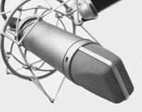 Im Frühjahr steigen viele Menschen aufs Fahrrad um oder gehen zu Fuß zur Arbeit. Nicht wenige vertreiben sich die Zeit auf dem Weg, indem sie auf dem MP3-Player Musik hören. Doch die Beschallung über Kopfhörer ist nicht ungefährlich, sagt Dr. Hiltraut Paridon vom Institut für Arbeit und Gesundheit der DGUV (IAG). Die Psychologin hat untersucht, wie stark das Musikhören die Reaktionszeiten beeinflusst. Ihre klare Empfehlung im aktuellen Audiopodcast der DGUV: Wer sich als Fußgänger oder Radfahrer im Straßenverkehr bewegt, sollte im Interesse der eigenen Sicherheit aufs Musikhören über Kopfhörer lieber verzichten.