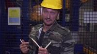 Drehende Teile, Quetsch- und Scherstellen - bei der Arbeit mit Maschinen oder Anlagen ist Vorsicht geboten. RiskBuster Holger Schumacher zeigt, wo die Gefahren lauern und was dagegen hilft.